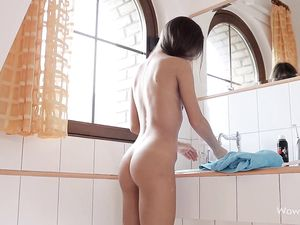 Tanned Solo Teenager Shaves In The Morning