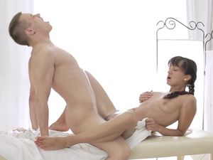 Fucking A Massage Table Cutie Makes Him Cum Hard