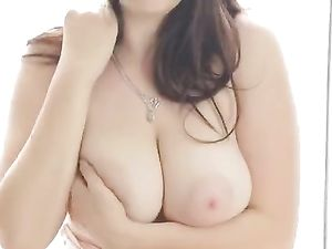 Wide Hips And Big Tits On A Sultry Solo Dream Girl