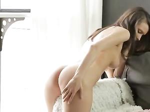 Masturbating Stunner Has A Breathtaking Body
