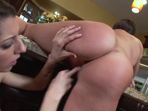 Girl On Girl Sex With Beautiful Stepsisters